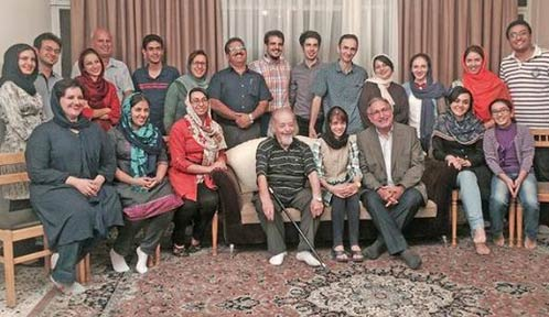 Dr. Mohammad Maleki (محمد ملکی), former president of the University of Tehran, and Muhammad Nourizad (seated) meet some of the excluded students (photo Radio Yek Jahan)